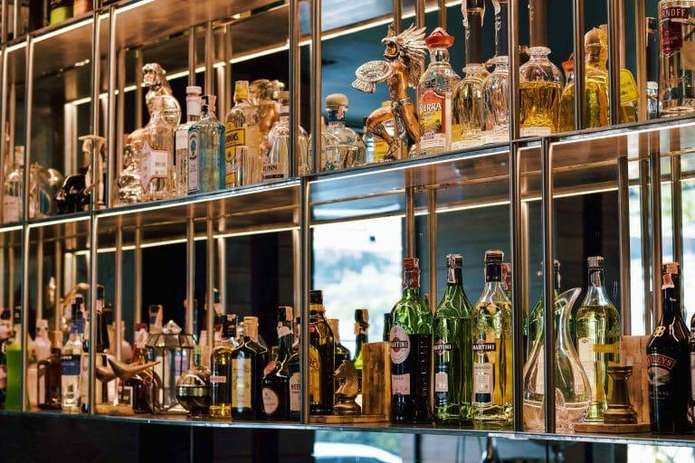 Glam Hotel Kamala beach lobby bar